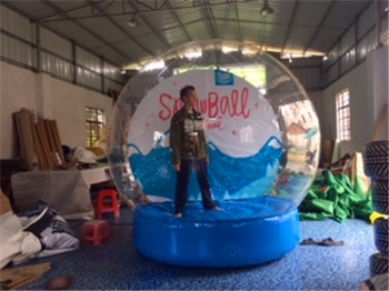Inflatable Snow Ball movable backdrops photo taken